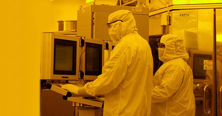 Inside a CNSE lab room