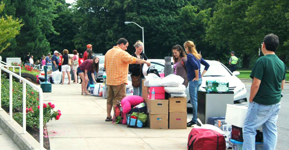 Students and parents at move-in day at SUNY Oswego.