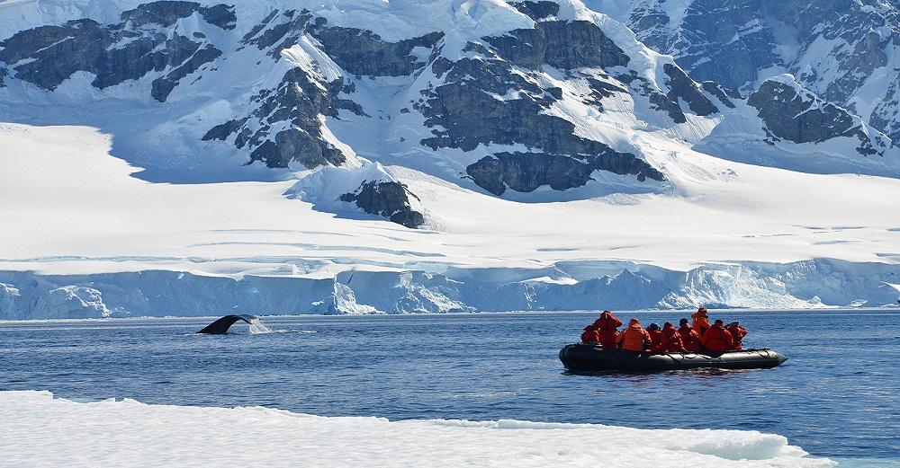 Antarctica2012-students-boat