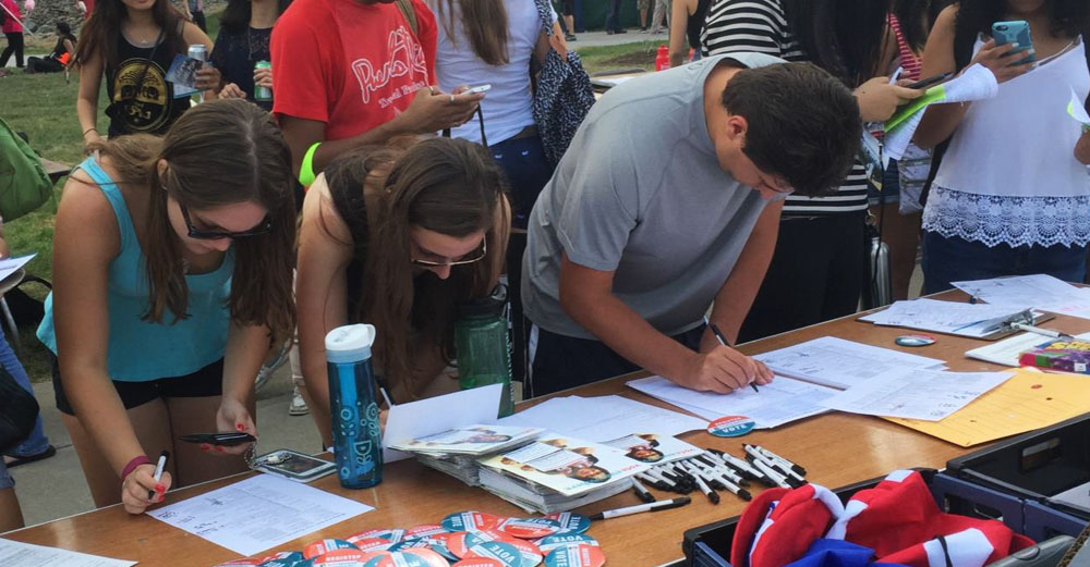 A voter registration table with students at it at Binghamton University.